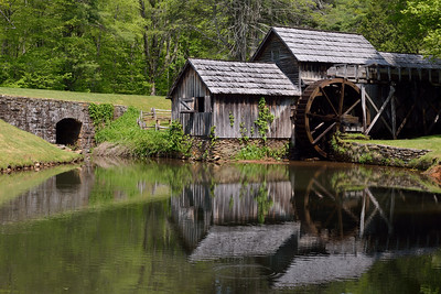 On our last day, we took advantage of the great weather and took a drive on the Blue Ridge Parkway. We had lunch at Mabry Mill.